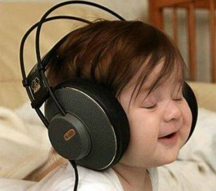 kids-listening-to-music