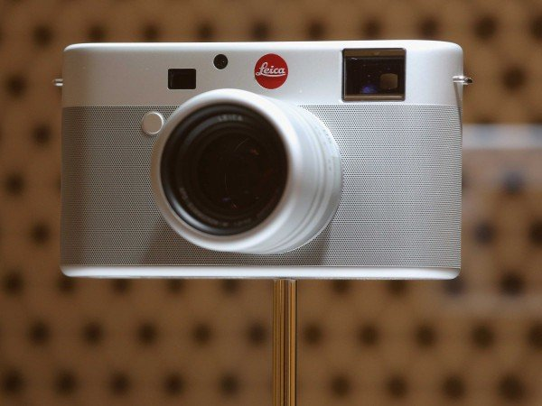newson-and-ive-also-collaborated-on-this-special-edition-leica-like-your-iphone-it-too-has-little-ornament-and-only-a-few-buttons