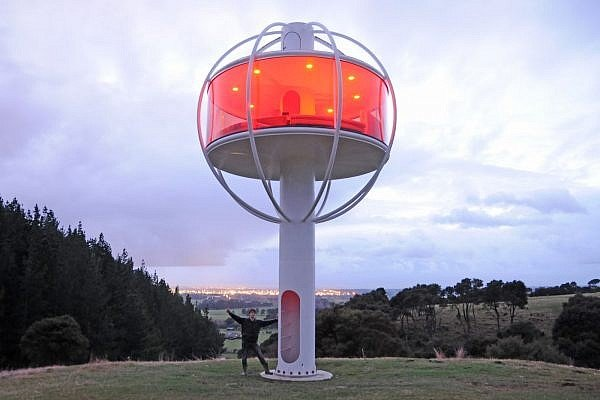 Skysphere - Android Powered Sphere Tree House (1)