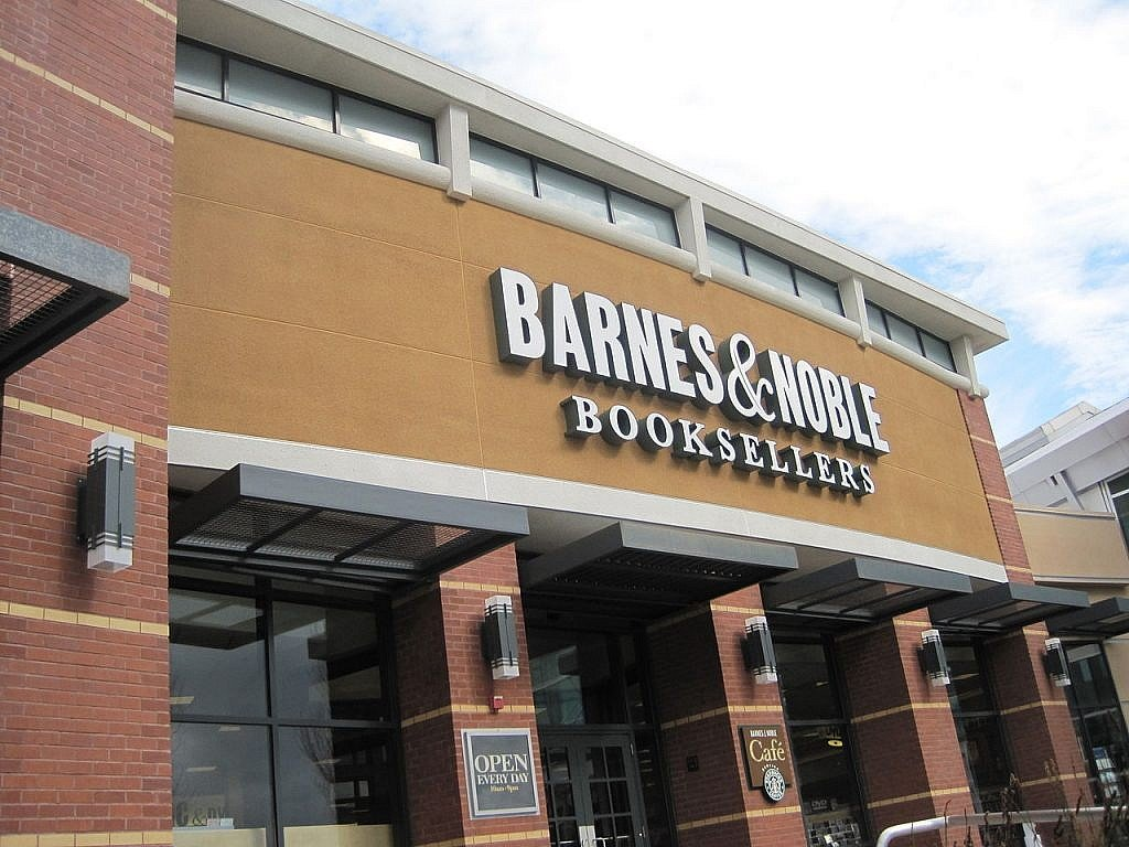 1280px-Exterior_of_Barnes_&_Noble,_Tanforan