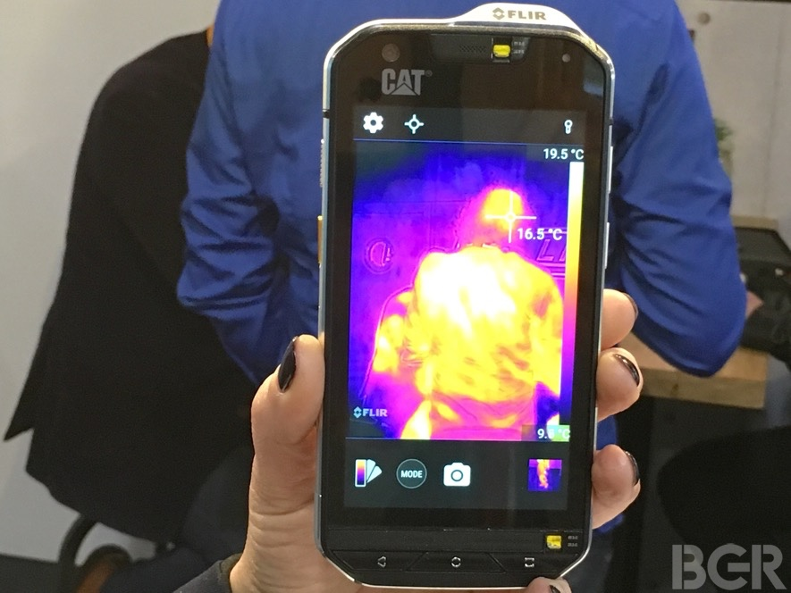 mwc-2016-caterpillar-s60-hands-on-9