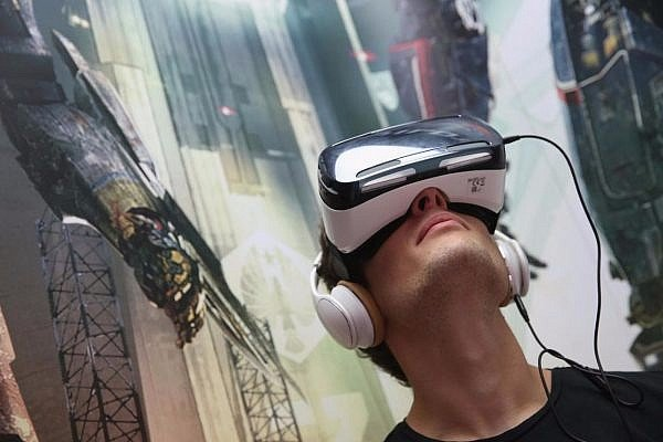 Preorder-a-Galaxy-S7-or-S7-Edge-and-Get-a-Free-Gear-VR-with-a-50-Game-Bundle-1