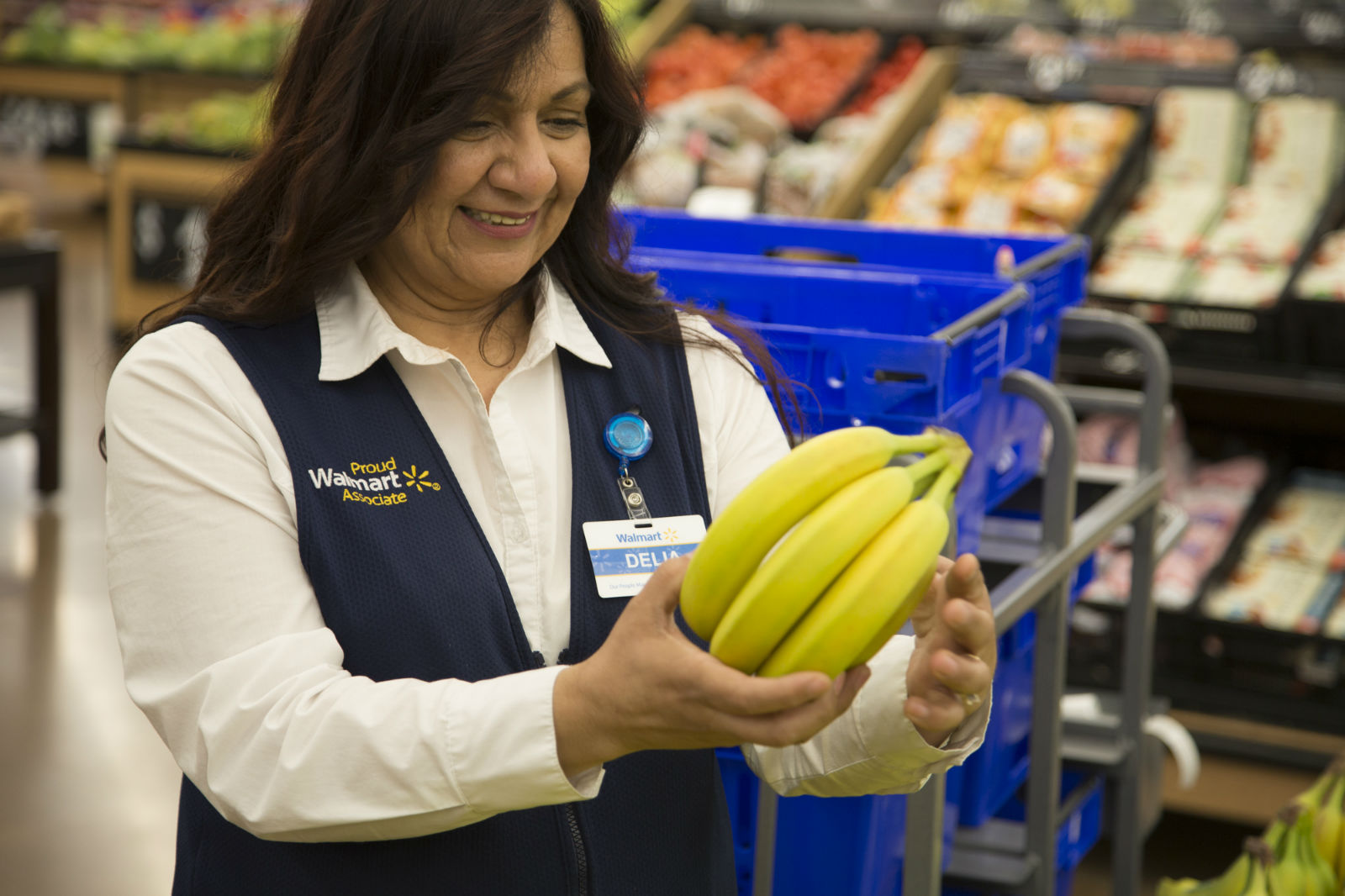 an-associate-gets-bananas-ready-for-grocery-pickup