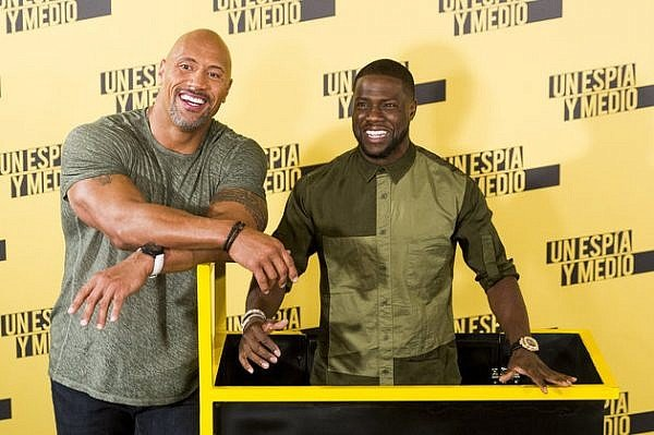 MADRID, SPAIN - JUNE 07: Kevin Hart (R) and Dwayne Johnson attend 'Un Espia Y Medio' (Central Intelligence) photocall at Villamagna Hotel on June 7, 2016 in Madrid, Spain. (Photo by Juan Naharro Gimenez/WireImage)