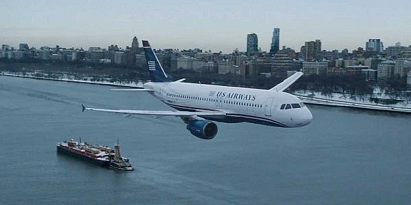 tom-hanks-tries-to-land-a-plane-on-the-hudson-river-in-the-trailer-for-sully
