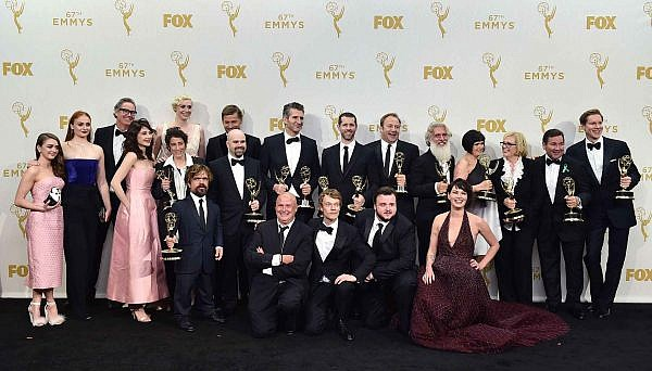 2048x1536-fit_the-cast-and-crew-of-game-of-thrones-winners-of-the-award-for-outstanding-drama-series-pose-in-the