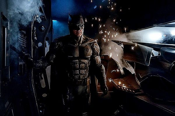 justice-league-movie-batman-tactical-suit