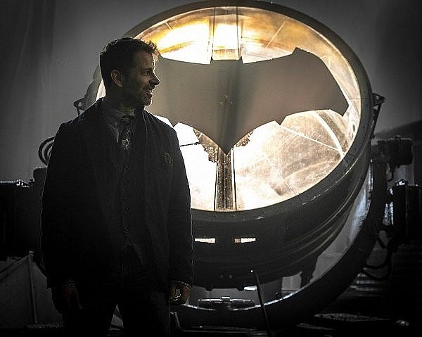 justice-league-zack-snyder-bat-signal