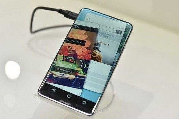 the-sharp-corner-r-is-a-concept-phone-with-a-bezel-less-curved-edge-display