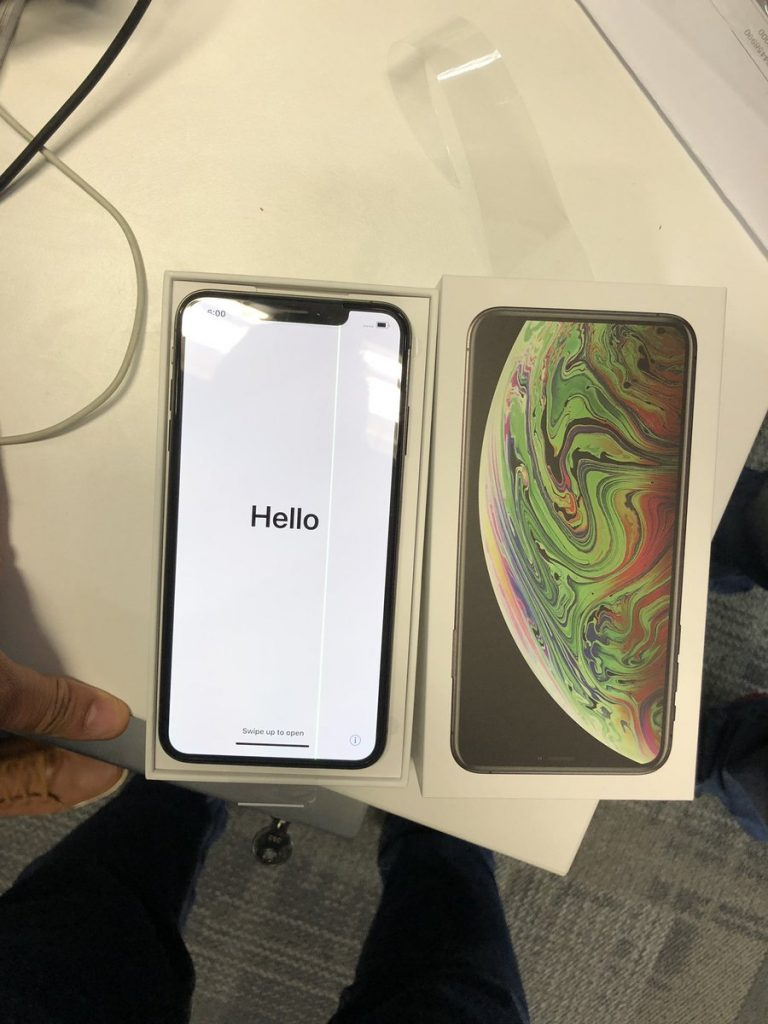 iphone-xs-max-green-line.jpg