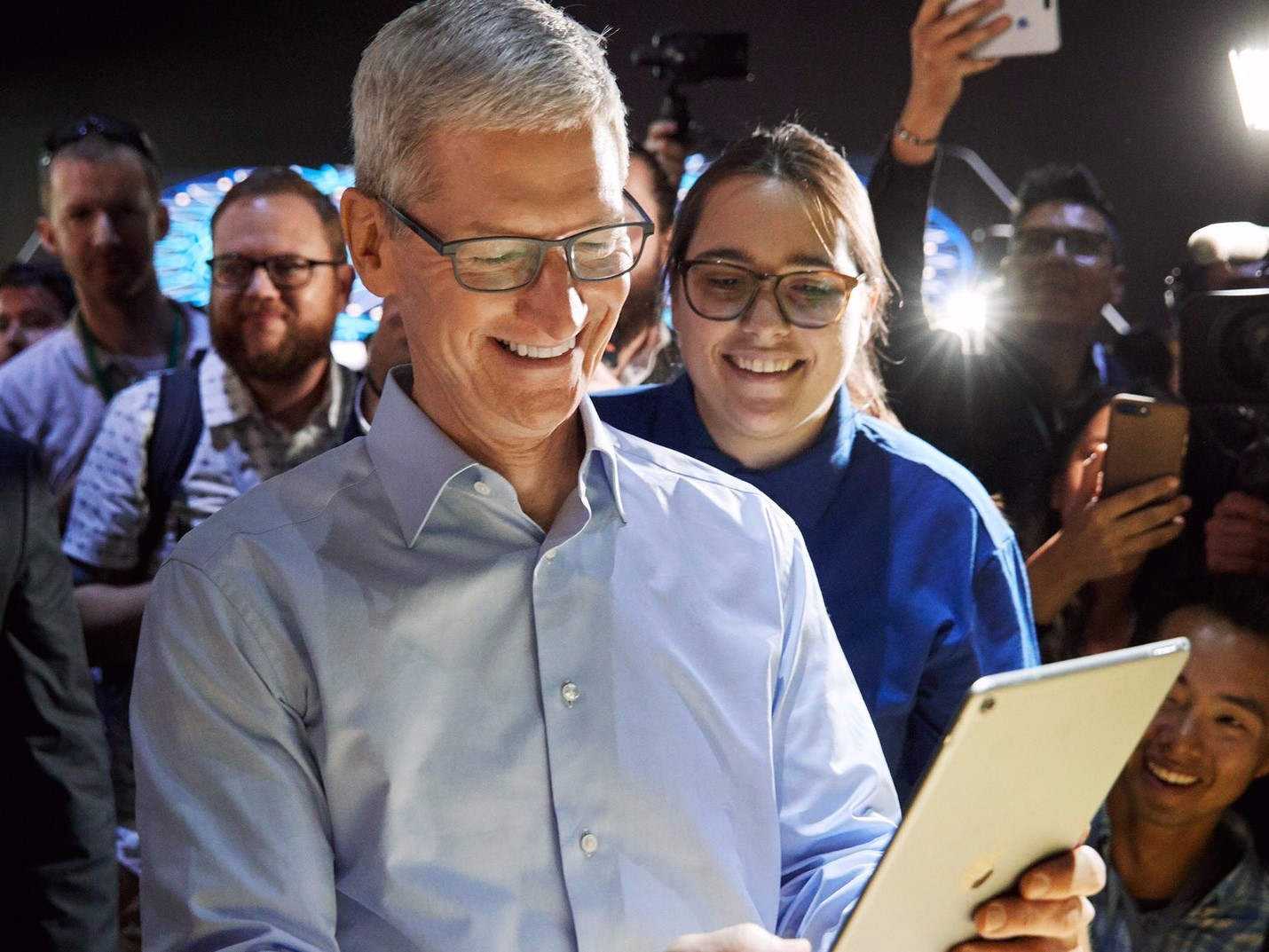 Tim Cook Reads iPad