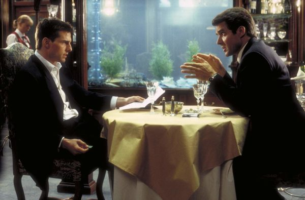 Tom Cruise และ Henry Czerny ใน Mission Impossible ภาคแรก ปี 1996
