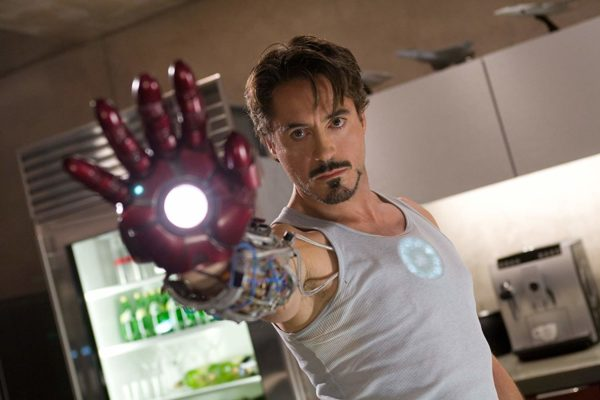 Iron Man รับบทโดย Robert Downey Jr.