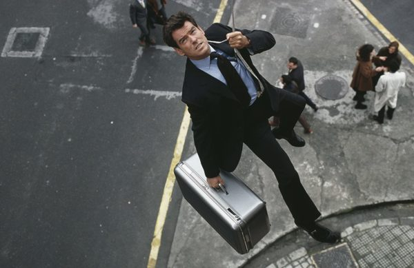 Pierce Brosnan ใน The World is Not Enough (1999)