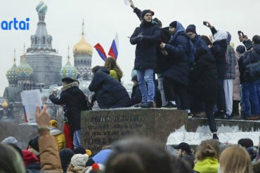Russians protest against jailing of Kremlin critic Navalny